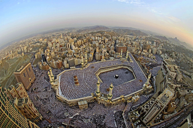 http://www.vaseemansari.com/blog/wp-content/uploads/2011/08/Eid-Mubarak-and-magnificent-bird-eye-view-of-Kaba.png